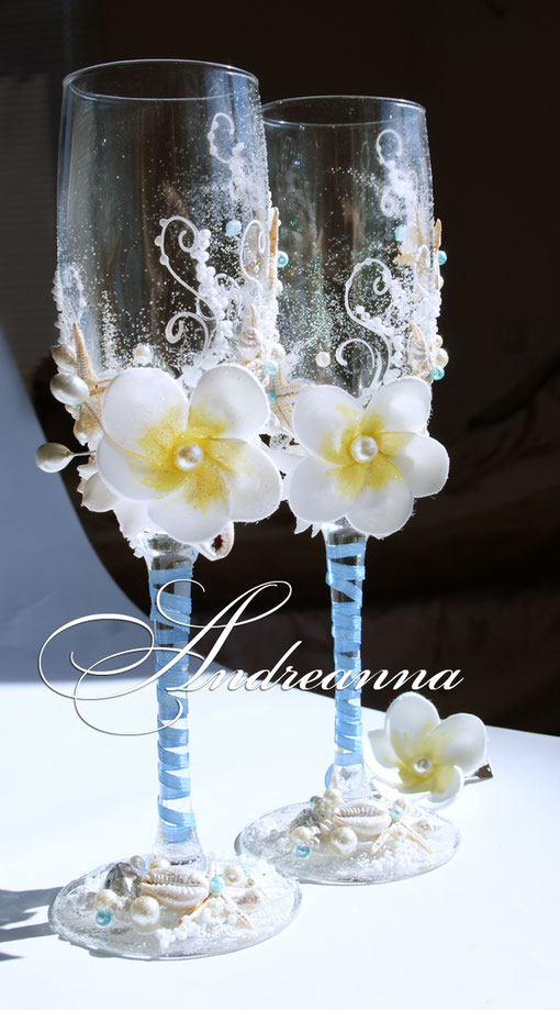 """Свадебные бокалы """"Нежная плюмерия"""", морские,  с добавлением голубого вкрапления, стоимость 800 грн"""