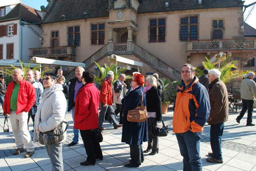 SPD-Fraktion besichtigt in Molsheim den Marktplatz, der ebenfalls von Verkehr umgeben ist