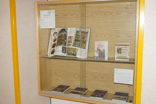 Buchausstellung zum Thema Mittelalter (neben 1A)