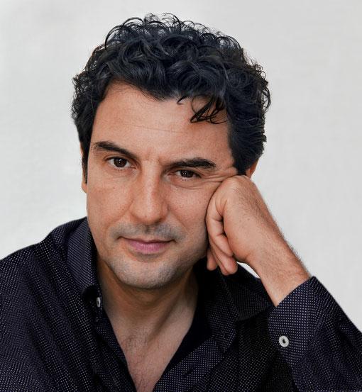 Enrico Ianniello - Das Wundersame Leben Des Isidoro Raggiola - Copyright Giliola Chistè - kulturmaterial