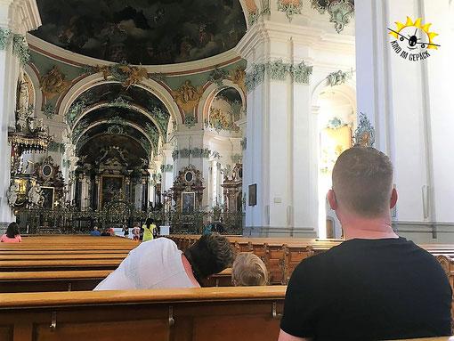 Ruhig sein in der Kirche. Nicht immer leicht für Kleinkinder.