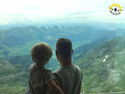 Ausblick vom Gipfelrstaurant auf dem Säntis.