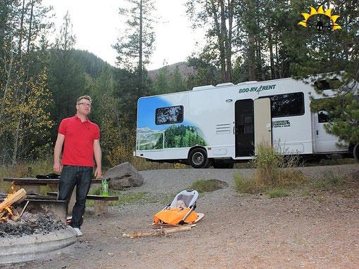 Im Camper kann man mit Baby perfekt reisen in der Elternzeit.