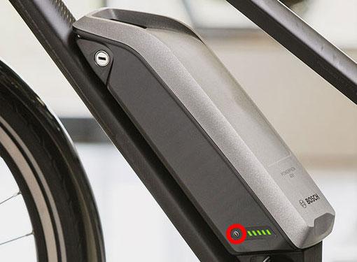 E-Bike Bosch Intuvia starten mit Startknopf am Akku