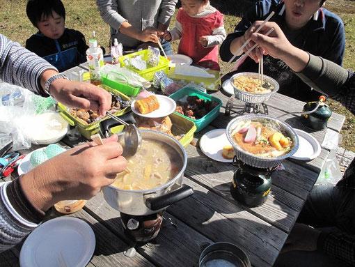 鍋焼きうどん・鳥のから揚げ・豚汁・筑前煮・お稲荷さん・海苔巻き・おにぎり・しば漬け