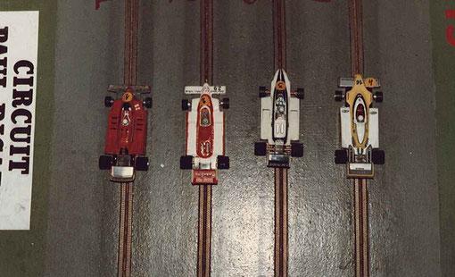 Série 4 Formule 1 : la Ferrari de René Guélin, l'Arrows de Jean-Luc Puget, la Brabham de Serge Vuillemin, la Renault de Jean-Noël Pascal.