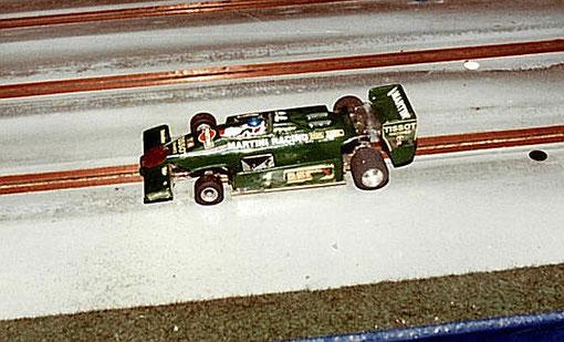 3ième série F 1.La fumée n'est pas visible mais la Lotus de Philippe Point flambe !
