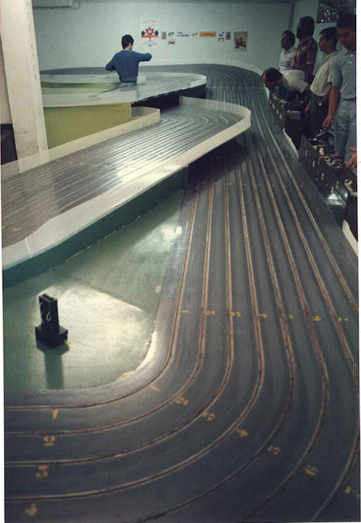 Le point le plus bas de la piste de slot racing d'Agen lors du Grand Prix 1986