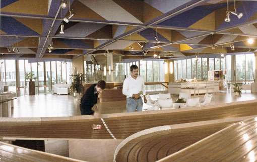 La maison des associations de Créteil et sa piste de slot racing en 1979 ( photo Gil Michel )