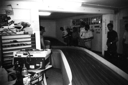 La piste de slot racing d'Agen vue de la portion basse.