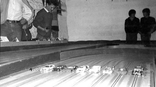Finale production slot racing GP Thoiry 1985. Alain Clastres cache Olivier Demoget.