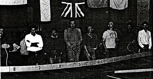 Série F1 : Jim Huxley ( coupé à gauche ) Alberto Capra, Giovanni Montiglio, Monty H.J. Yarnell, Maura Magnani, Dave Harvey, Sergio Maresca, Ian Fisher.