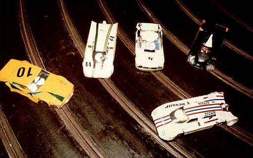Certaines voitures sont très fatiguées à l'arrivée des 6 heures d'endurance slot racing de Châtenay-Malabry 1985