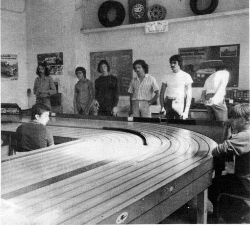 Les pilotes en action lors des 2 heures Sport-Europe d' Isle sur Sorgue 1981