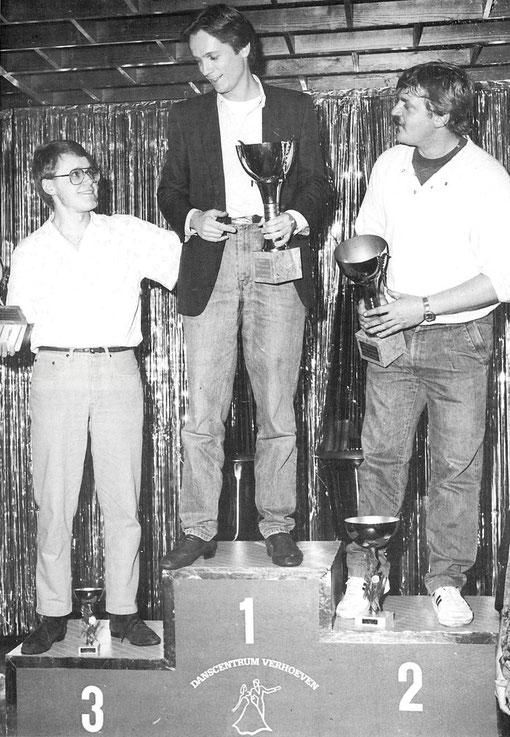 Podium du Championnat d'Europe 1985 group 7. Faux car à gauche c'est Lasse Aberg qui est 4 ième. Bernd Möbus au centre premier , Achim Burgmann à droite second.