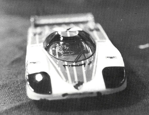 Porsche 956 sur châssis +PLUS+ de production slot racing 1/32