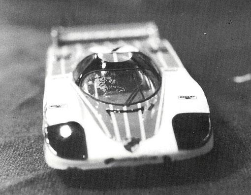 Porsche 956 sur châssis +PLUS+ de production slot racing 1/32
