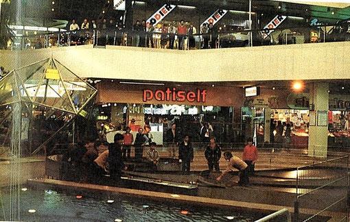 Octobre 1982 Centre commercial de Créteil-Soleil démonstration de slot racing sur la Blue-King