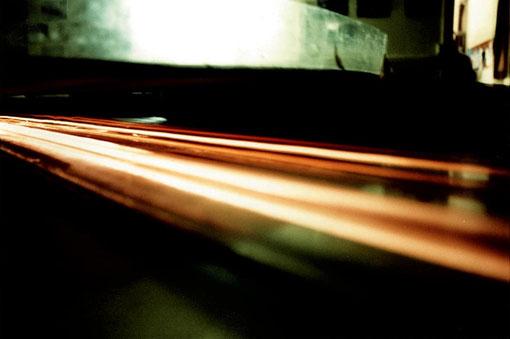 Les phares dans le tunnel pendant la nuit des 24 h