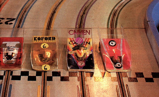 Slot cars de la finale group 7 de Toulouse 1987.  A gauche P.A.  Watson, non identifié, Lee Gilbert, non identifié.