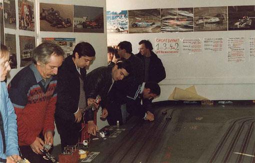 Série 4 Formule 1 : Serge Vuillemin, René Guélin, Jean-Noël Pascal, Jean-Luc Puget les pilotes, et les marshalls Samy Béraha, Jean-Pierre Antinoux et Pierre Duez.