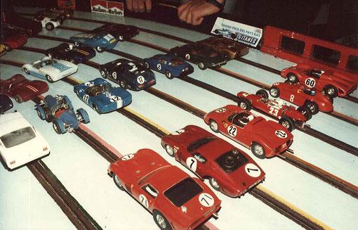 Des voitures bleues des voitures rouges