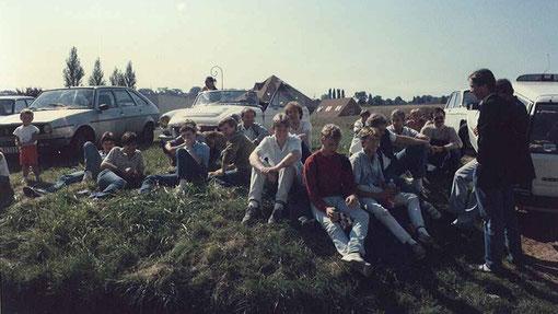 Les pilotes au soleil pendant l'absence de Jean-Pierre Van Rossem