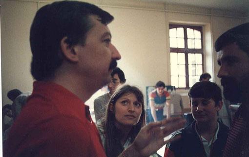 Jan Limpach s'entretient avec Pierre Barsacq du club du Mans et du club de Montevideo