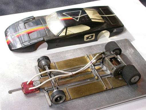 Genre de châssis saloon qui aurait peut être été manufacturé par Steve Walker. Avec une Dodge Daytona.