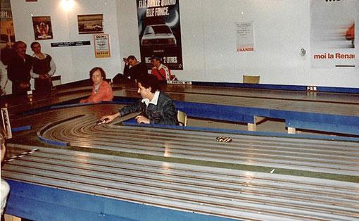 4 ième série production. René Guélin et Jean-Noël Pascal pilotent. François Callat, Philippe Point et Pierre Duez font office de marshalls. Au fond Pierre Engels regarde.
