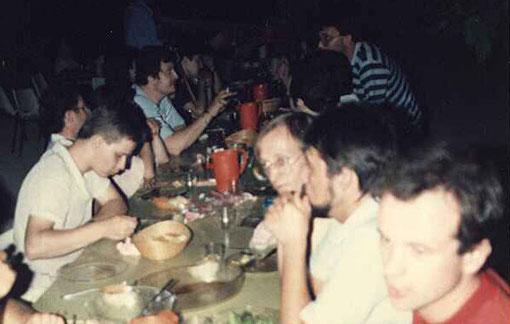 Le repas du soir du Grand Prix de  l'Isle sur Sorgue 1985.