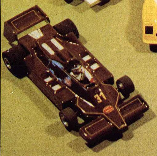 Jean-Marc Lavarelo de Saint Etienne gagne le concours de présentation ( concours d'élégance ) avec sa Formule Un mexicaine d'Hector Rebaque.