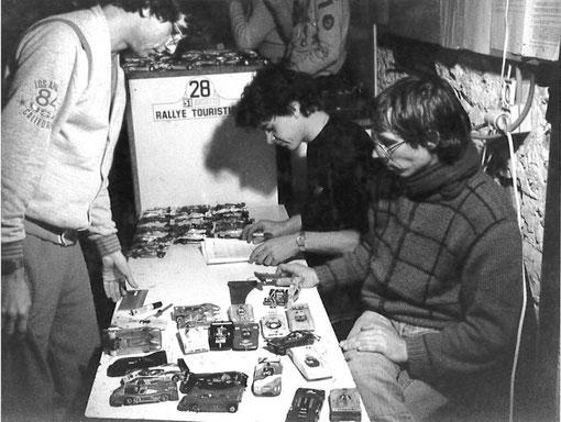 Contrôles techniques Grand Prix de Thoiry 1985. Jean-Claude Malherbe face aux deux contrôleurs William Inghelbrecht et Frédéric Warnant.