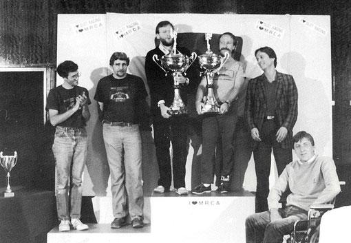 Podium des 12 heures de Sebring et donc du premier championnat du monde de slot racing V.E.C. Jon Laster, Joël Montague, John Strachan, Csaba Szekelyhidi, Bernd Möbus, Martin Gramann.