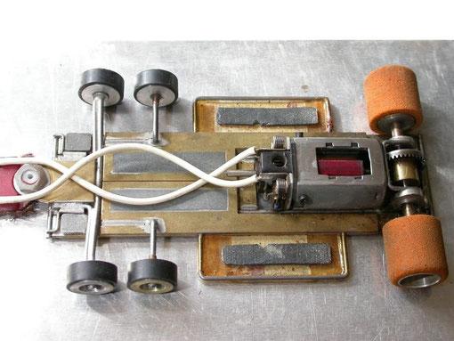 Genre de châssis 6 roues pour Tyrrell P34 qui aurait peut être été manufacturé par Steve Walker. ( En France les pneus devaient être noirs. Pas en Grande Bretagne )