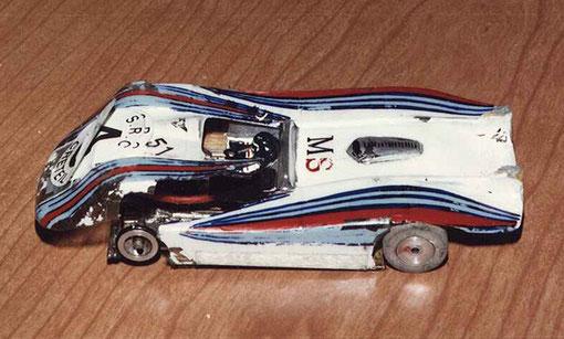 La Lancia LC 1 de Gérard Caupène après son crash sur la Ferrari du belge Alex Van Den Bempt ( le petit pilote a les deux jambes tranchées ! )