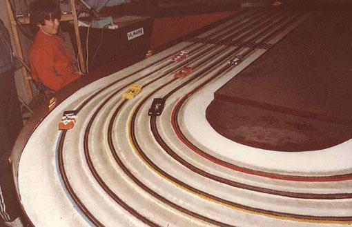 Le Mans 84 Sport-Europe le départ des slot cars de la finale.
