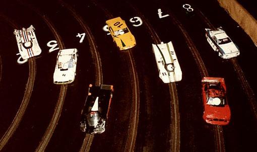 Sept voitures à l'arrivée des 6 heures de Châtenay 1985