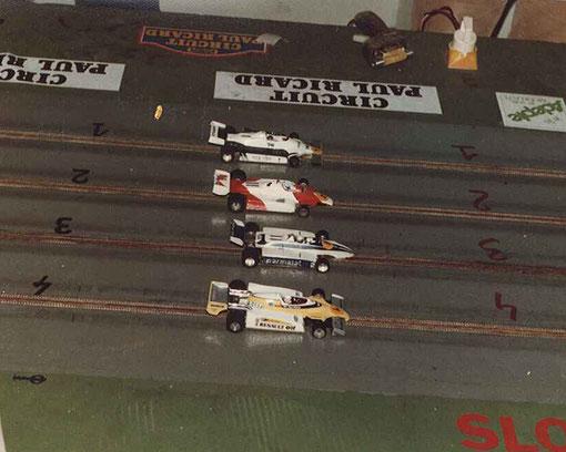 Finale Formule 1 avec la Williams de Samy Béraha, la McLaren de Gérard Caupène, la Brabham de Serge Vuillemin et la Renault de Jean-Noël Pascal.