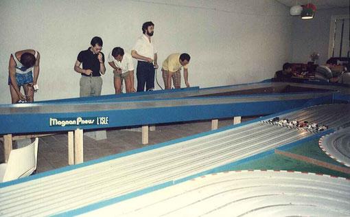 Série F 1 la plus rapide. Laurent Cardin ( a gauche ) y pulvérisera sa Lotus. Angelo Magnani, Giovanni Montiglio, Bruno Novarèse, Paolo Trigilio.