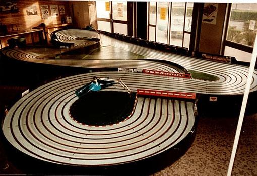 La piste de Bordeaux avant le départ des 24 heures Slot racing de 1985