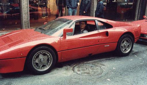 Didier Dupuis est au volant, mais ce n'est pas sa Ferrari.