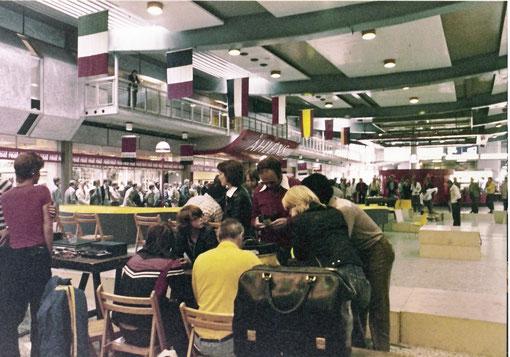 Les stands de Götebord 1978 Jean-Piere Sutter en rouge au centre