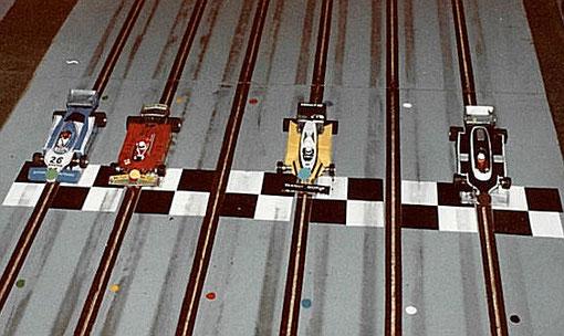 3 ième série F 1. Ligier JS 11 Gilbert Garcia, Ferrari 126C René Guélin, Renault RE30 Jean-Marie Donzel, Ligier JS17 Jean-Claude Malherbe. Il manque les deux Lotus de Philippe Point et Eric Gauthier.
