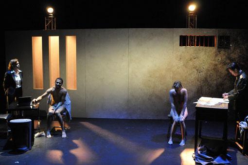 """Véronique PICCIOTTO Anatole THIBAULT Marie LENOIR et Helmi DRIDI dans """"A NU"""" photo Bernard PALAZZON (non libre de droit)"""
