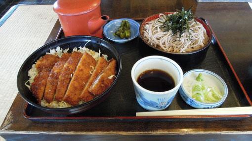 蕎麦はさほどではありませんが、千円札でおつりがくるこのセットは魅力ですね