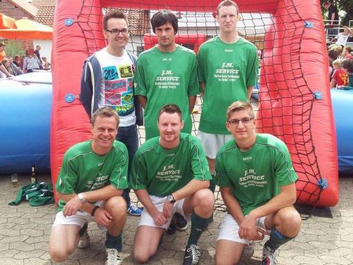 Human Tablesoccercupsieger 2013 - FC Klein Gallien mit Henrik Wollentin, Sebastian Grobe, Matthias Ebbecke, Lars Heinemeyer, Fabian Tacke und Marvin Kipp