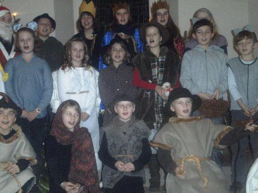 Diese Amelser Kinder führten das Krippenspiel auf      Foto: Carsten Henne