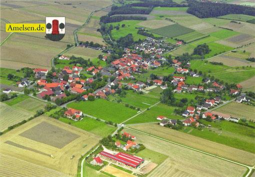 Luftbild von Amelsen als Postkarte (erhältlich in der örtlichen Bäckerei)