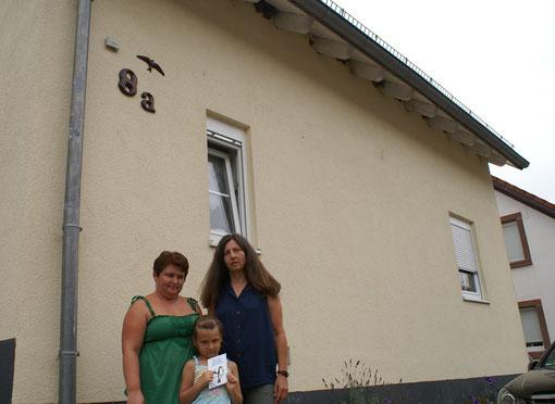 Jolanta Konietzko mit ihrer Tochter und Stephanie Hüther-Eitel (v.l.n.r.)